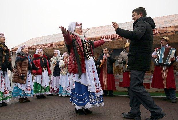 Во время национального фестиваля «Дожинки» в г. Логойск, Беларусь, 18 ноября 2016.