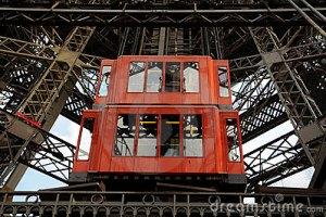 На Ейфелевій вежі впав ліфт