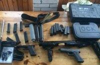 СБУ перекрила канал доставки в Україну пістолетів Glock