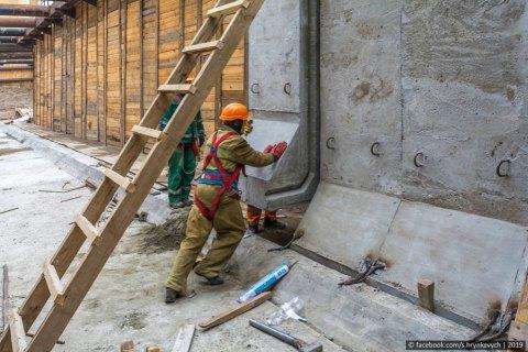 Застройщик метро на Виноградарь положил на депозит миллиард, выделенный на строительство