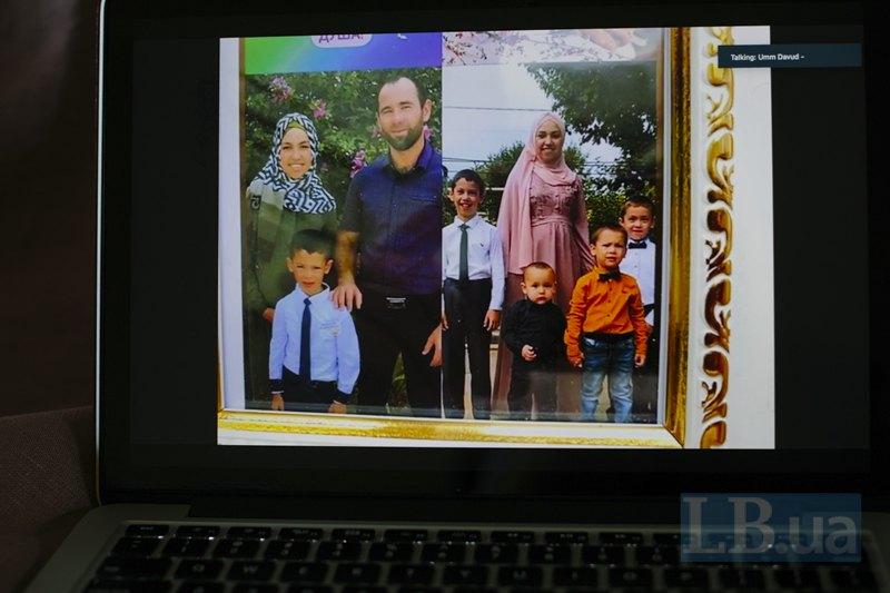 Ельвіє з чоловіком і дітьми