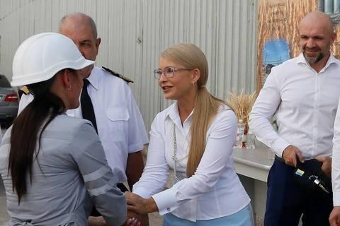 """Тимошенко вирушила в регіони для обговорення """"нового курсу"""""""