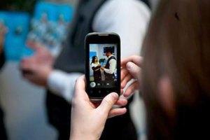 Владельцы смартфонов тратят на связь вдвое больше остальных абонентов