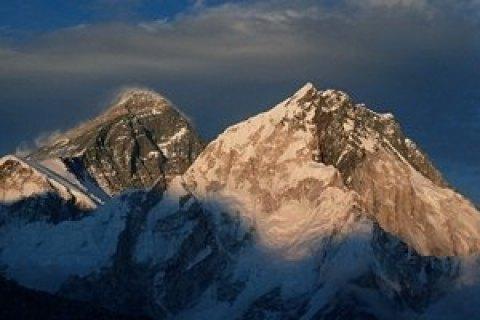 Четырех украинских альпинистов эвакуировали с вершины в Гималаях, - МИД