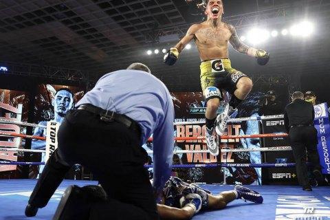 Мексиканец Вальдес ярко вырубил Берчельта и отобрал у него пояс чемпиона WBC в первом легком весе
