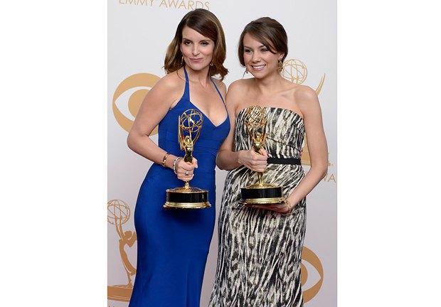 """Тина Фэй и Трейси Уигфилд с наградами за лучший сценарий к серии """"Студии 30"""""""
