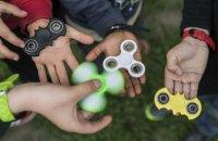 """Роспотребнадзор назвал """"агрессивной тенденцией"""" распространение спиннеров среди детей"""