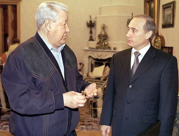 Президент РФ Володимир Путін вітає свого попередника Бориса Єльцина з його 69-річчям, 1 лютого 2000 року.