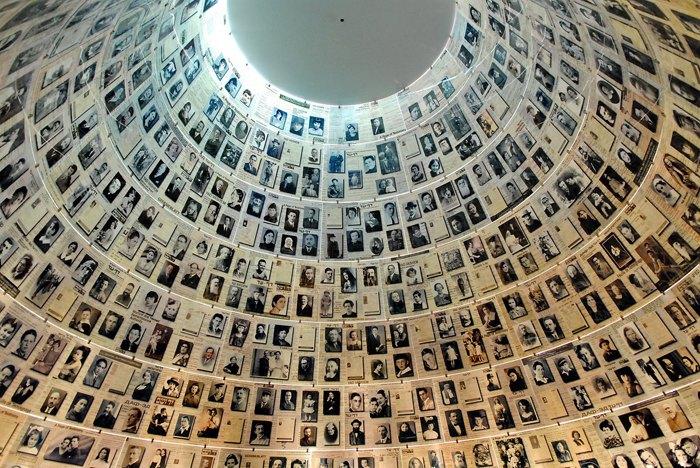 Зал Имен в Яд Вашем, национальном мемориале Катастрофы (Холокоста) и Героизма, Иерусалим.