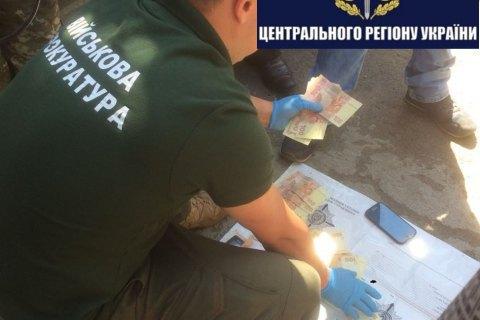 Військова прокуратура затримала двох офіцерів за хабарництво