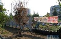 Защитники сквера на Березняках просят власть запретить строительство супермаркета