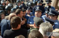 """Милиция начала вызывать на допросы участников акции против Киевсовета от ВО """"Свобода"""""""