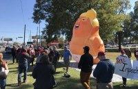 """В Алабамі незадоволений чоловік штрикнув ножем """"малюка Трампа"""""""
