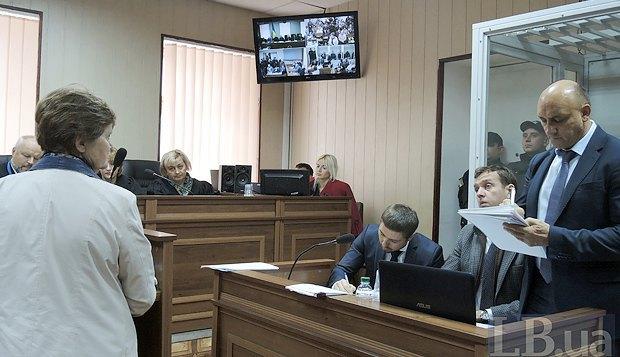 Мама убитого Романа Вареницы отвечает на вопросы адвокатов беркутовцев
