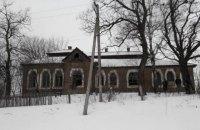 Вандалы испортили уникальное здание школы в Христановке (дополнено)