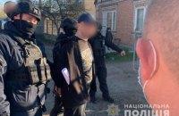 Чоловіка, який сокирою розгромив каси та полиці АТБ у Маріуполі, арештували без права застави