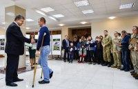 Порошенко в Николаеве вручил ордера на квартиры для семей 15 участников АТО