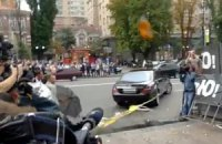 Машину Ющенко забросали яйцами