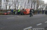 В Ровенской области микроавтобус столкнулся с бензовозом, есть жертвы