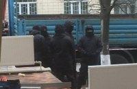 Коммунальщики в масках разгромили ресторан в Киеве