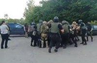 У Кіровоградській області люди перекрили дорогу через затриманих поліцією ветеранів АТО