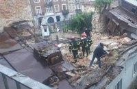 У центрі Львова обвалилася стіна будинку, під завалами виявлено тіло чоловіка