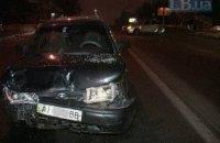 Пасажири таксі побили свого водія за ДТП на Харківському шосе в Києві
