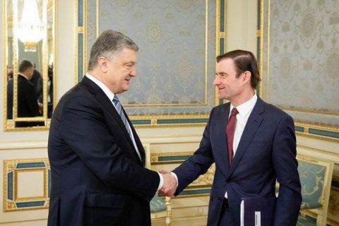 Порошенко и замгоссекретаря США Хейл обсудили усиление давления на Россию