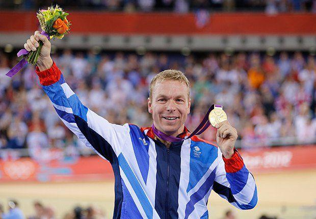 Шотландський лицар велотреку Кріс Хой. З квітами і медаллю
