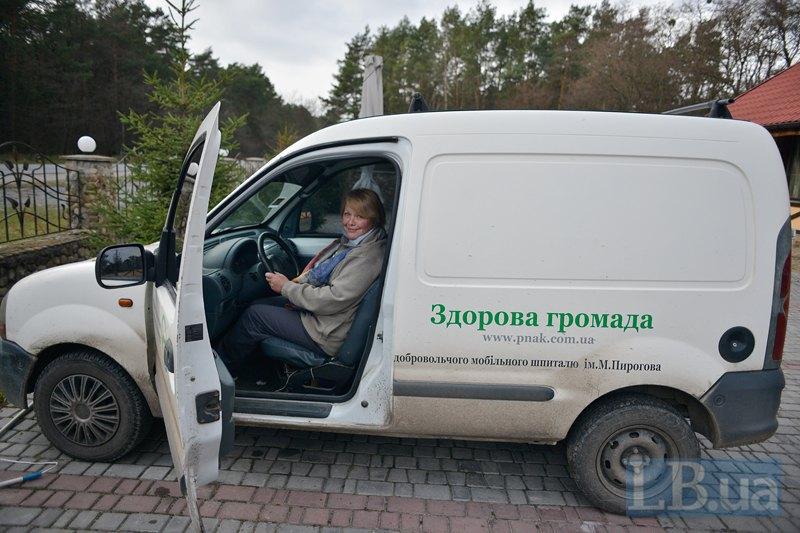 Людмила каже, що після АТО не змогла повернутися до роботи у корумпованих бюджетних установах. І кайфує від того, що має можливість надавати якісну допомогу людям безкоштовно