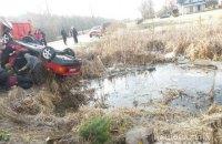 Во Львовской области автомобиль упал в озеро, погибли четверо молодых парней