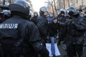 Задержанных во время митинга активистов пять часов держат в милиции