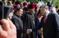 Порошенко с бойцами и военными капелланами помолился за мир и победу Украины