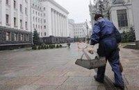 У Януковича заменят гранитные плиты, лифты и холодильники