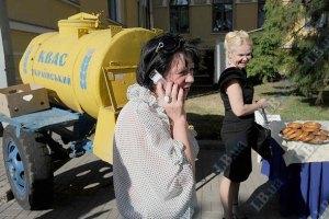 В Киеве вместо бочек квас разливают из термосов