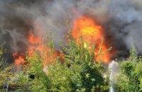 В Николаеве произошел сильный пожар в заброшенном доме возле жилмассива