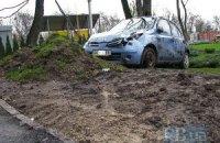 В Киеве на Парковой аллее вылетел с дороги и перевернулся Nissan