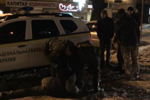 Бійці Нацгвардії із застосуванням сили затримали двох бешкетників в Одесі