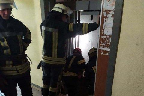 У київській багатоповерхівці обірвався ліфт, загинув чоловік