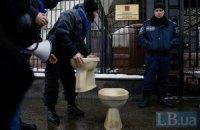 Під російським посольством у Києві мітингували невдоволені втручанням Путіна у справи України