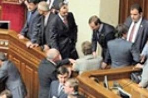 Партия регионов заблокировала трибуну парламента