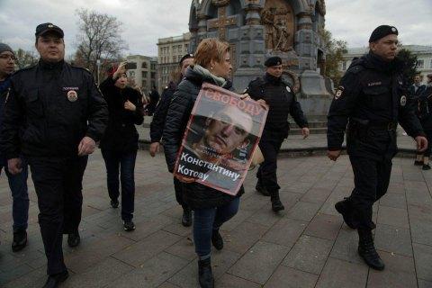 """В Москве начались пикеты на местах задержаний осужденного по """"дадинской"""" статье Котова"""