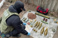 З тротилом і мінами: у Слов'янську знайшли схрон бойовиків, які планували диверсії на Донеччині