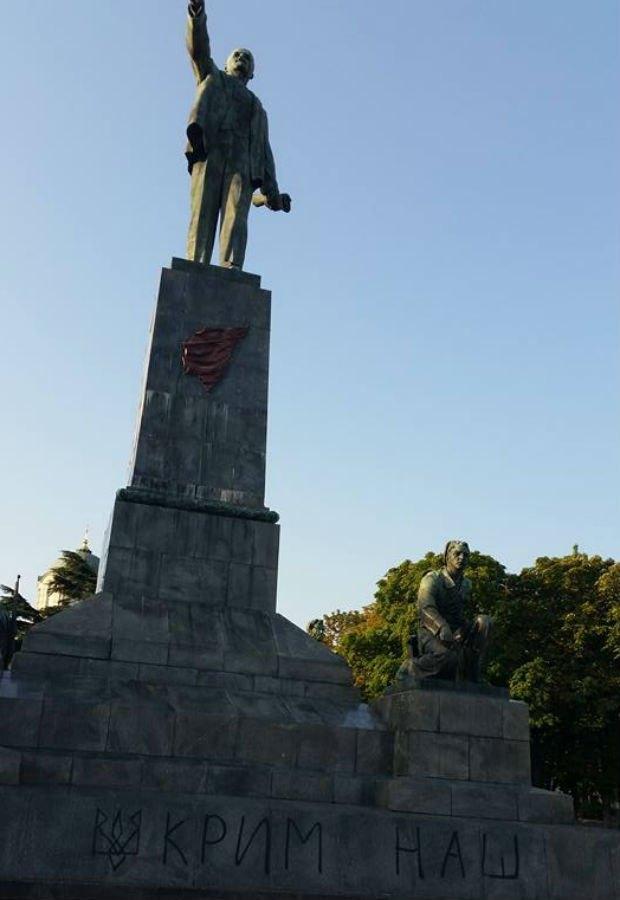 памятник ленину, вандализм, севастополь