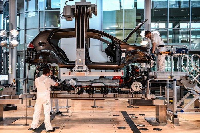 Виробництво електромобілів на так званому 'Glaeserne Manufaktur' ('Прозорому заводі') у Дрездені, Німеччина, 25 квітня 2017.