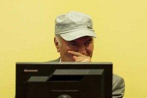 Суд над Младичем призупинили