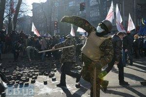 На Шовковичній одному з протестувальників прострелили ногу з травмата
