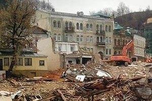 На Андреевском спуске приостановили строительство