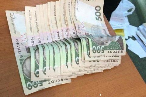 В Закарпатской области главу райсуда задержали при получении 15 тыс. гривен взятки