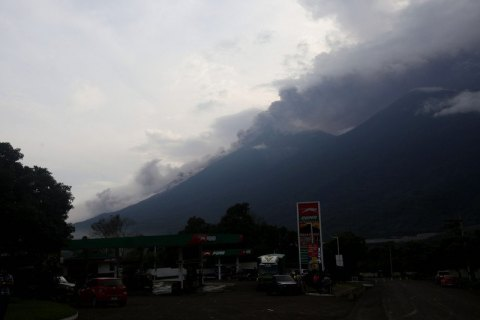 Около 200 человек пропали без вести после извержения вулкана в Гватемале